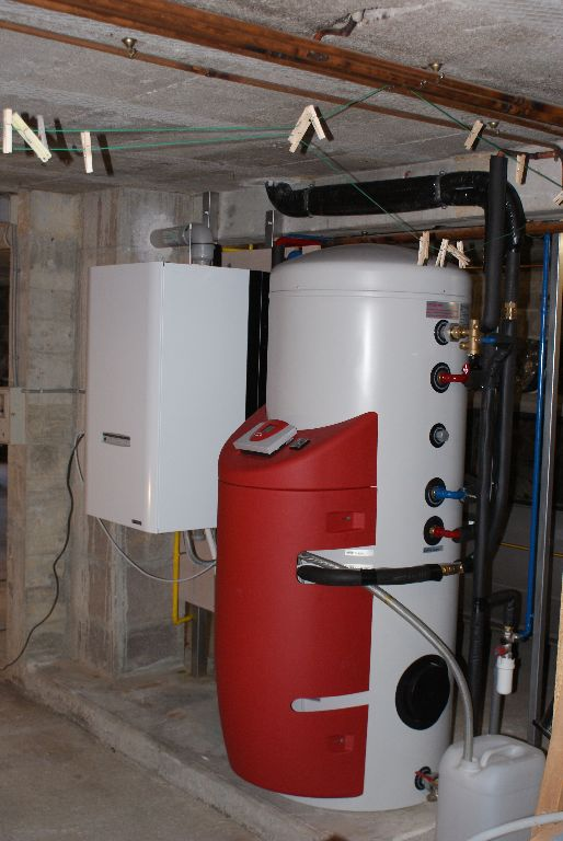 chaufferie au gaz naturel et préparateur eau chaude sanitaire par capteurs solaires
