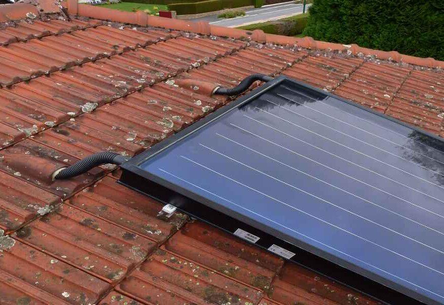 Capteur plan FRISQUET Installation solaire en toiture