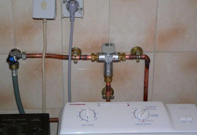 Mitigeur d'eau chaude pour alimentation de lave-linge par eau chaude de capteur solaire