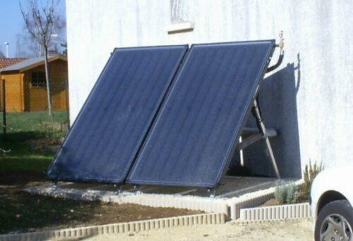 Capteurs solaires installés sur support de sol