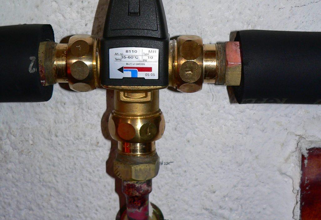Régulateur de température d'eau chaude sanitaire